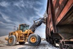 Carregador de máquina escavadora com trabalhos do backhoe Fotos de Stock