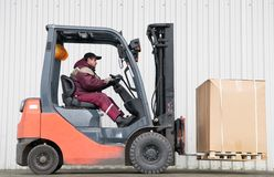 Carregador do Forklift com carga imagem de stock
