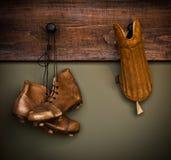Carregadores do futebol do vintage e protetor de canela Foto de Stock Royalty Free