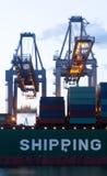 Carregamento de uma carga de alto mar imagem de stock