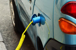 Carregamento do carro elétrico foto de stock royalty free