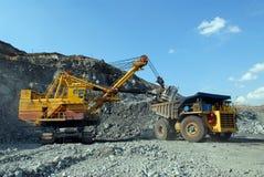 Carregamento do minério de ferro Fotografia de Stock Royalty Free