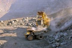 Carregamento do minério de ferro Foto de Stock Royalty Free
