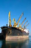 Carregamento do navio de carga Imagem de Stock Royalty Free