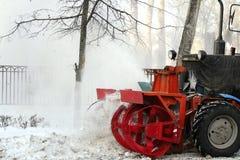 Carreggiata di schiarimento dell'aratro di neve Fotografie Stock Libere da Diritti