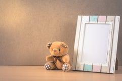 Carregue a boneca com moldura para retrato, cor do vintage filtrada Fotografia de Stock