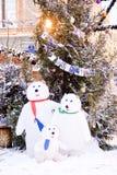 Carregue a família Decoração do Natal no quadrado vermelho em Moscou Fotos de Stock Royalty Free