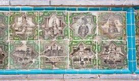 Carrelage d'ol-Molk de Takieh Mo'aven de mosquée avec des wariors et des bâtiments persans Image stock