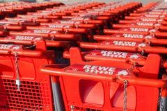 Carrelli della catena di supermercati tedesca, Rewe Fotografia Stock Libera da Diritti