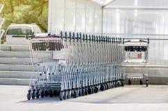 Carrelli di acquisto parcheggiati Immagine Stock