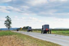 Carrelli di Amish nella contea di Lancaster immagine stock