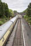 Carrelli ferroviari del treno alla stazione Fotografia Stock Libera da Diritti