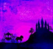 Carrello al tramonto. Siluetta di un carrello del cavallo e di un mediev Fotografie Stock Libere da Diritti