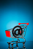 Carrello con il simbolo del email Fotografia Stock Libera da Diritti