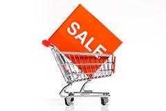 Carrello con l'icona di vendita isolata Immagini Stock