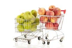 Carrello con le mele verdi e rosse Fotografia Stock