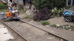 Carrello della ferrovia di giro dei compagni video d archivio