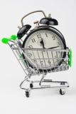 Carrello di acquisto con un orologio Immagini Stock
