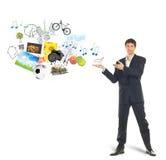 Carrello di acquisto sulla palma dell'uomo d'affari e delle merci Fotografia Stock