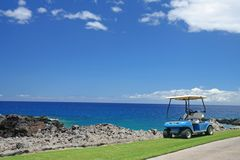Carrello di golf alla spiaggia Fotografia Stock Libera da Diritti
