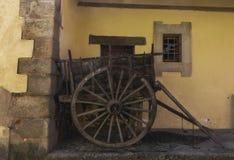 Carrello di legno spagnolo di stile antico immagine stock libera da diritti