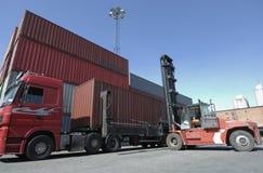 Carrello elevatore, camion e contenitori immagini stock