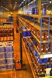 Carrello elevatore in magazzino Immagine Stock