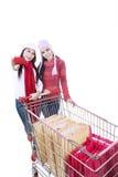 Carrello felice di acquisto di inverno con amico-isolato Fotografie Stock