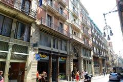 Carrer de Ferrance, Barcelona gammal stad, Spanien Fotografering för Bildbyråer
