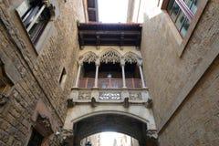 Carrer del Bisbe Irurita, Barcelona gammal stad, Spanien Arkivbild