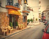 Carrer Giverola gata i Tossa de Mar Arkivfoto
