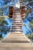 Carrera de obstáculos en el parque de la cuerda Imágenes de archivo libres de regalías