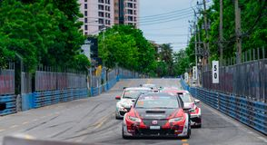 Carreras de coches de Honda en pista en Bangsaen Grand Prix 2018 cerca de la playa de Bangsaen en Tailandia foto de archivo