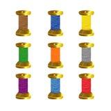 Carretéis coloridos da linha isolados no branco Imagens de Stock