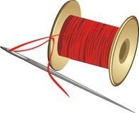 Carrete con las cuerdas de rosca y la aguja Imagen de archivo libre de regalías