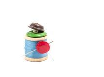 Carrete de la cuerda de rosca y de botones Foto de archivo libre de regalías