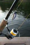 Carrete de la pesca con un señuelo Imagen de archivo