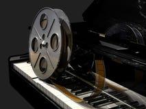 Carrete de película en un teclado de piano stock de ilustración