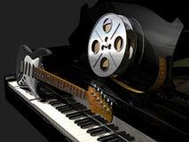 Carrete de película, piano y guitarra eléctrica libre illustration