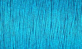 Carrete del fondo azul de la macro del hilo Fotos de archivo libres de regalías