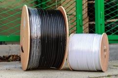 Carrete grande de alambres ópticos Foto de archivo