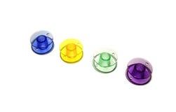 carretel Bobinas coloridas para a costura da máquina isoladas no fundo branco Imagem de Stock Royalty Free