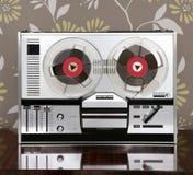 Carretel retro clássico a bobinar música aberta do vintage 60s Imagens de Stock
