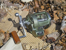 Carretel robusto para pescar no mar imagens de stock