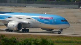 Carreteo de Boeing 787 Dreamliner almacen de metraje de vídeo