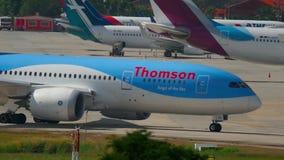 Carreteo de Boeing 787 Dreamliner almacen de video