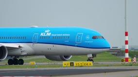Carreteo de KLM Dreamliner almacen de metraje de vídeo