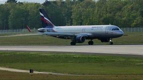 Carreteo plano de las líneas aéreas de Aeroflot en la pista, Francfort, FRA almacen de video
