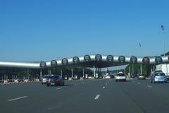 Carretera A10 - Barrier de Santo-Arnoult La plaza de peaje más grande imagenes de archivo