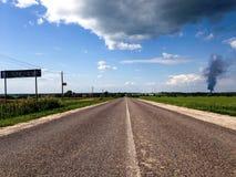Carretera bidireccional del país Foto de archivo libre de regalías